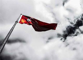 Türk Bayrağı Siyahtan Kırmızıya Geçiş