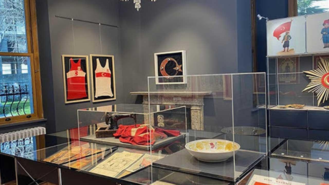 Türkiye'nin ilk Milli Bayrak Müzesi Sergilenmeye Başlandı